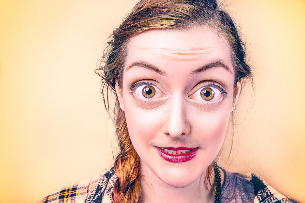Frau mit grossen Augen