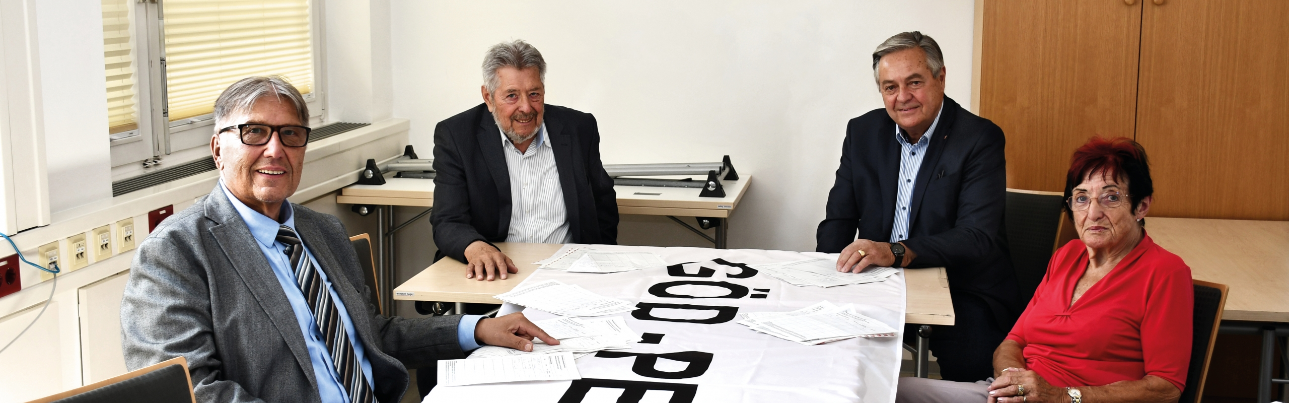 Übergabe Unterschriften Fürst_Banner